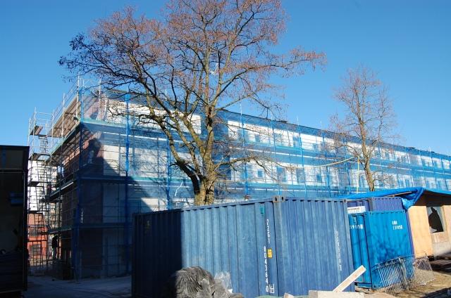 Astor Bygg byter fönster på Blidvädersgatan.